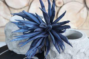 Tmavomodrý umelý penový kvet 85cm