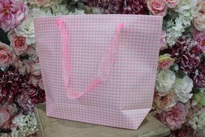 Ružová károvaná darčeková taška 31cm