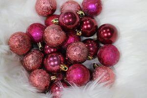 Bordové plastové vianočné gule mix 4cm 24ks