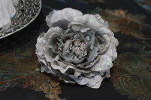 Sivý poglitrovaný kvet pivonky 14cm