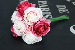 Bielo ružová umelá kytička 7ks ruží 24cm