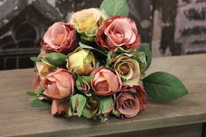 Farebná kytica z 18 ruží
