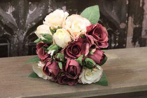 Krémovo bordová kytica z ruží s pukmi