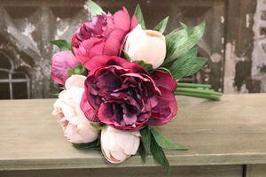 Ružová umelá kytička pivoniek