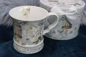 Porcelán bögrék és konyhai kiegészítők