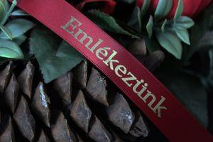 Bordová saténová stuha 2cm s nápisom Emlékezunk