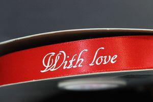 Červená saténová stuha s nápisom With Love 2cm 50m