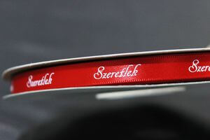 Červená saténová stuha s nápisom Szeretlek 1cm 50m