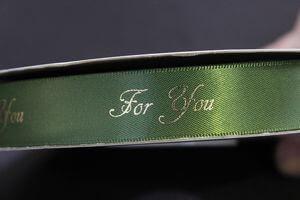 Zelená saténová stuha so zlatým nápisom For you