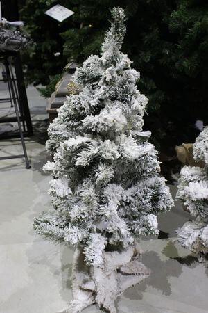 Biely zasnežený stromček v jute 80cm