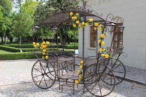 Hnedý kovový dekoračný koč Romance