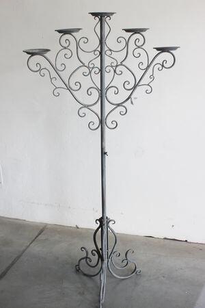 Sivý kovový 5-ramenný svietnik Romace 147cm