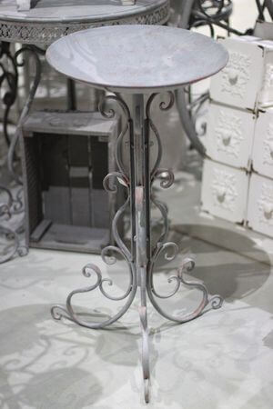 Sivá misa na trojnožke Romance 76cm
