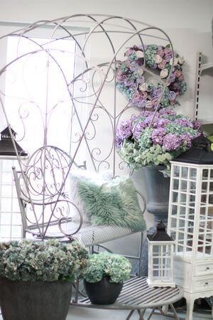 Sivá kovová lavička do záhrady Rikša