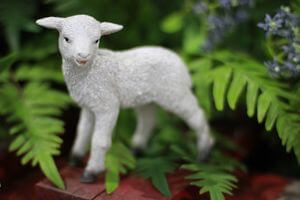 Biela ovečka v stoji 11cm