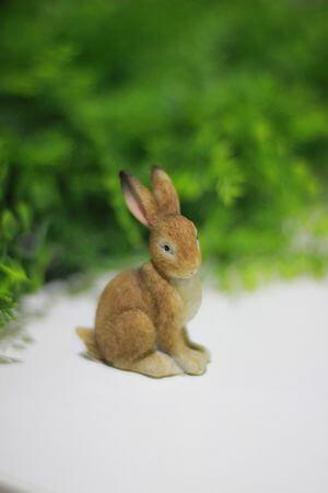 Hnedý sediaci zajac 7cm