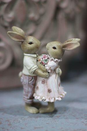 Ružovo odetý párik hnedých zajačikov 11cm