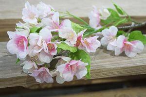 Ružovo biely umelý čerešňový konár 43cm