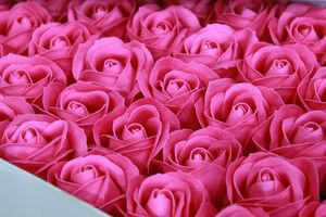 Tmavoružové mydlové ruže 50ks 6cm