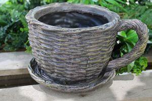 Hnedý keramický kvetináč v dizajne šálky 14cm