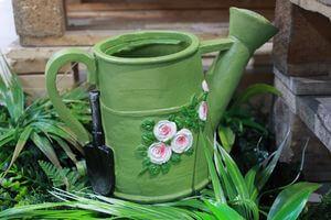 Zelený kvetináč v tvare krhličky 17cm