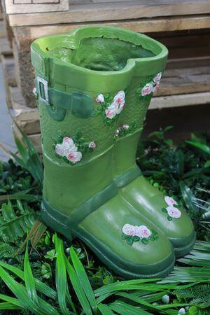 Zelený kvetináč v tvare čižiem 25cm