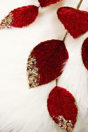 Červený listnatý zamatový zdobený konárik  71cm