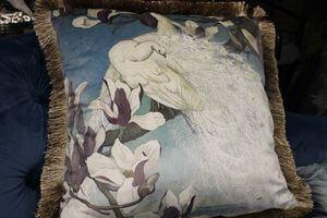 Dekoračný vankúš  biely páv 45cm
