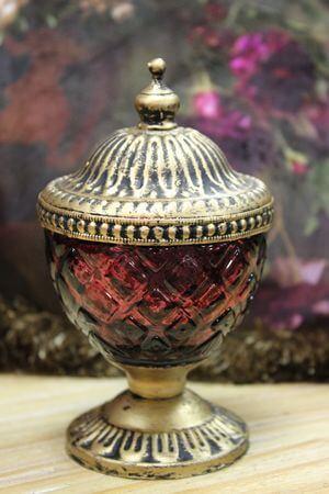 Cyklámenový rustikálny svietnik v skle s kopulou