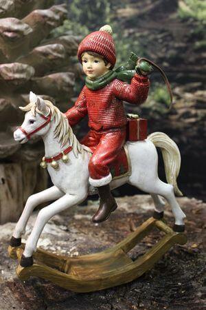 Červeno odetý chlapček na bielom koni 26cm