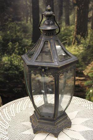 Čierny kovový lampáš s patinou 50cm