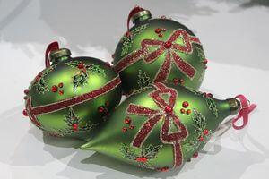 Červeno zelené závesné vianočné ozdoby 3-set