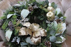 Zlatý vianočný veniec na dvere 55 cm