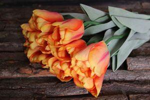 Oranžový umelý tulipán s listami 67cm