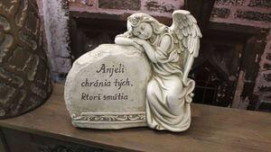 Sošky anjelikov a pietne nápisy