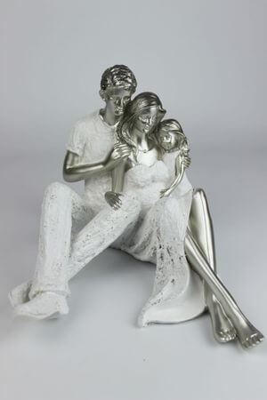 Bielo strieborná dekoračná soška rodiny 23cm