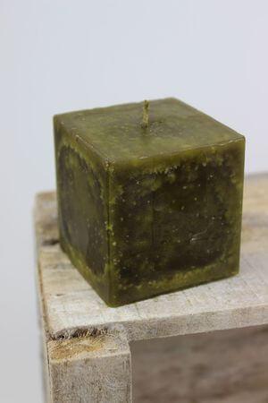 Zelená voňavá sviečka v tvare kocky 7 cm