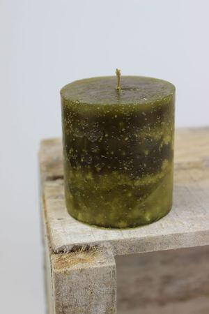Zelená voňavá sviečka v tvare valca 7 cm
