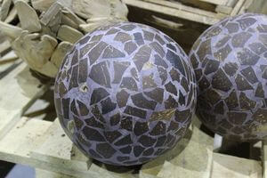 Hnedá tmavá mozaiková dekoračná guľa 21cm