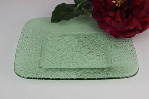 Zelený tanier štvorec s oblými hranami 21cm
