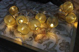 Zlatá svetelná reťaz z lampiónov 1,6m