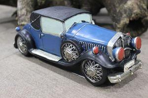 Modrá pokladnička v tvare retro auta