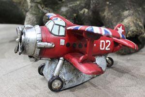 Červená pokladnička v tvare lietada