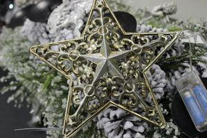 Starostrieborná svietiaca hviezda s patinou