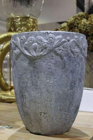 Sivý vysoký kvetináč s ornamentom 39cm