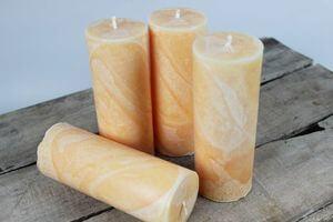 Oranžové sviečky v mramorovom dizajne 15cm 4ks