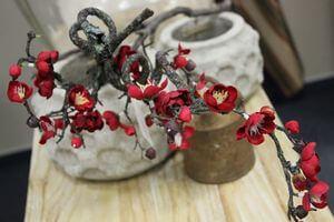 Červená umelá japonská čerešňa na konári 62cm