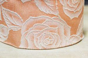 Lososová stuha so vzorom bielych ruží 6cm x 10m