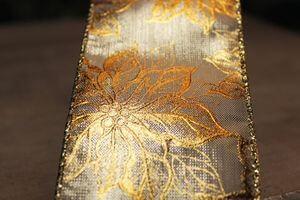 Zlatá lesklá stuha so zlatým kvetinkovým vzorom