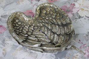 Starostrieborná misa v tvare krídiel s patinou